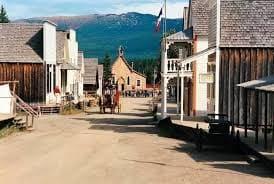 我們回到了1862 年著名的淘金小鎮「巴克維爾」來遊玩啦~~