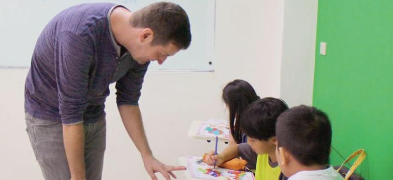 群筑外語-青少年德文班 英德教學,會同時使用英文和德文